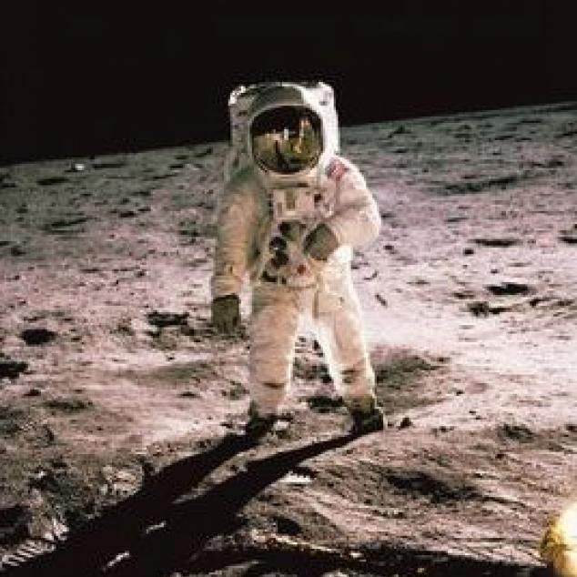 Ansichtkaart Man op de Maan.