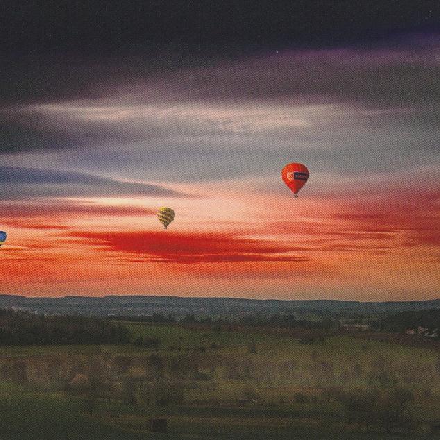 Ansichtkaart Luchtballonnen aan de Horizon.